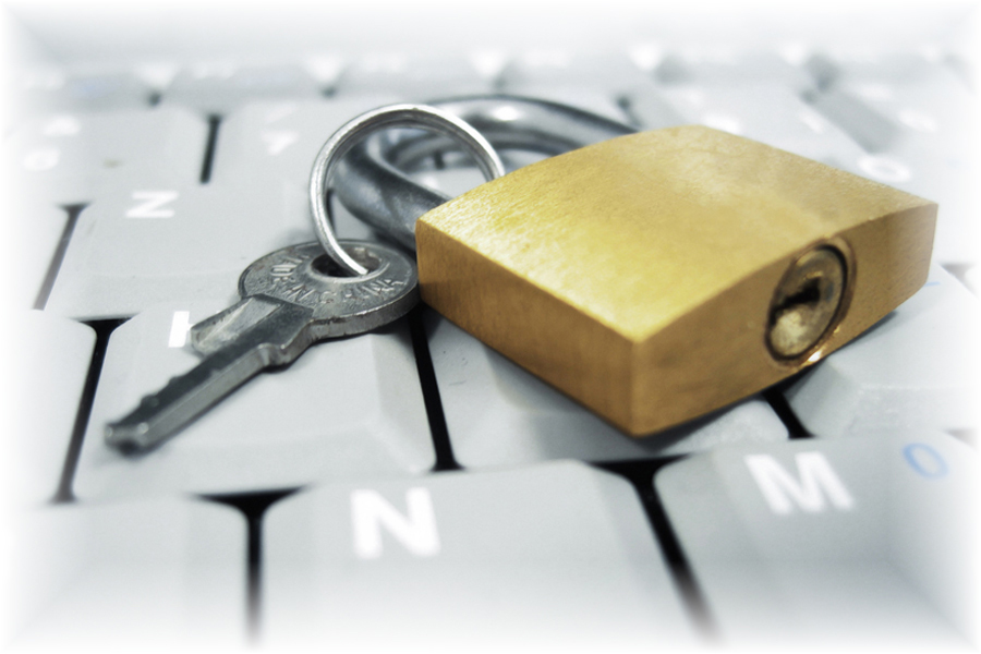 Image: Key and security lock lying on a computer keyboard