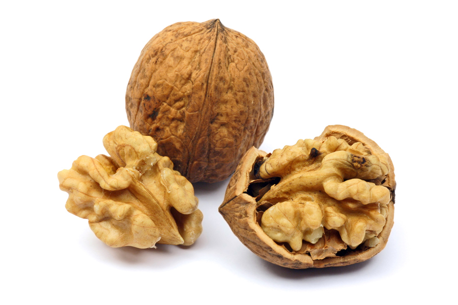 Image: Two walnuts opened and closed
