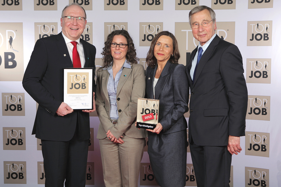 Photo: Awarding the Top-Job label in Duisburg: (from left to right) Rüdiger Zeyen (Chairman of the Board of the CONET Group), Nicole Goebel (Ausbildungsleiterin CONET), Sabine Schmitt (Personnel Manager of CONET) and Top-Job patron and former Federal Minister for Economics Wolfgang Clement – Photo: CONET