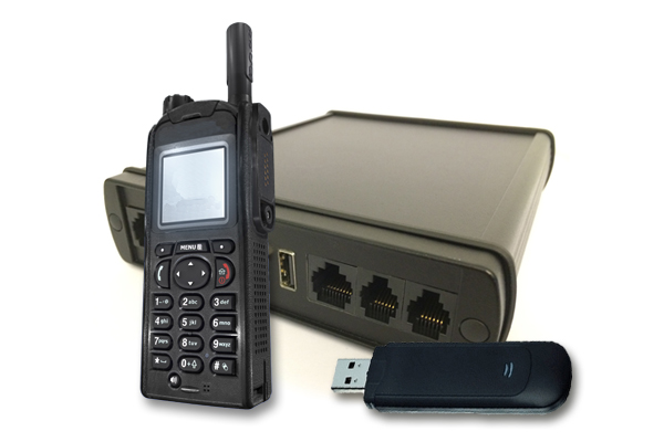 Image: The CONET Mobile Radio Connector (MRC) of CONET UC Radio Suite with TETRA radio and GSM stick