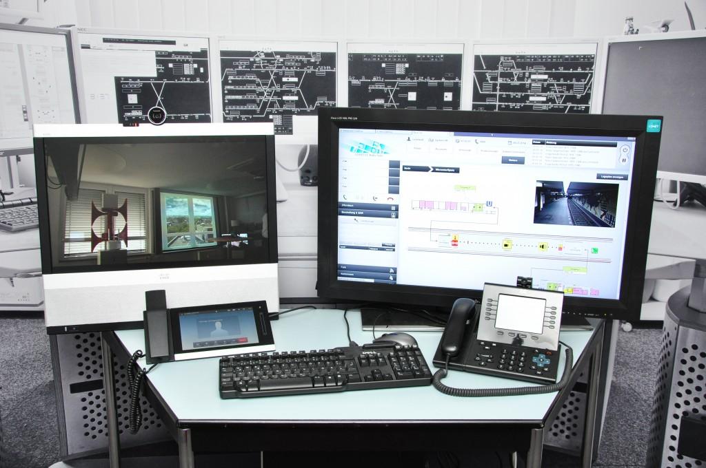 Bild: CONET, Der beispielhafte Leitstand-Arbeitsplatz zeigt auch die Integration von Videoüberwachungs-Daten über die CONET UC Radio Suite als Teil des Berliner Fraunhofer FOCUS safety lab