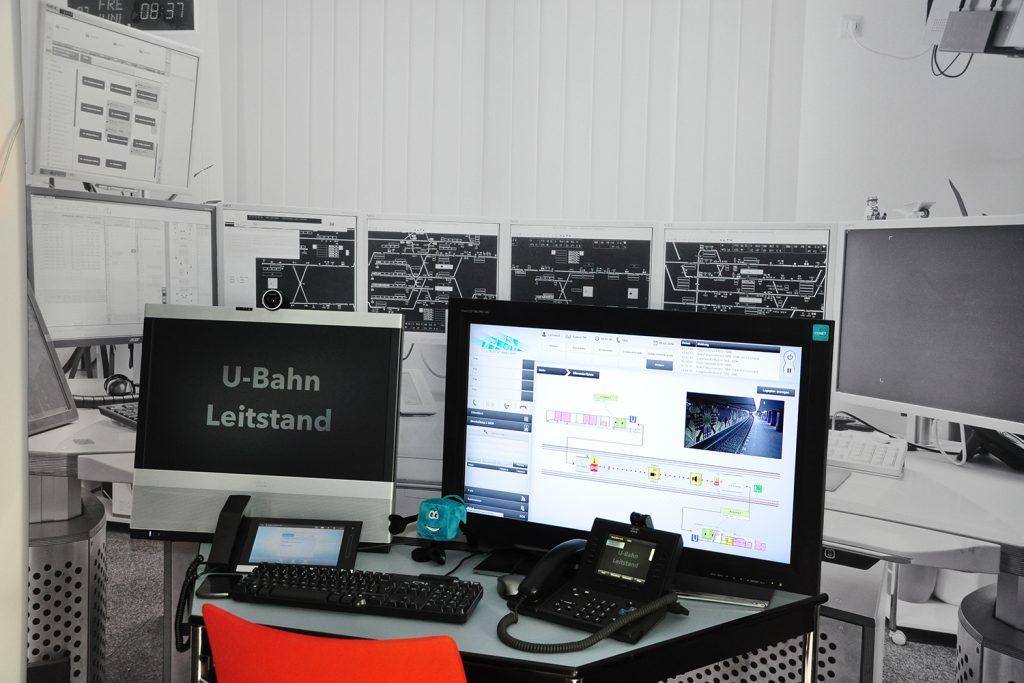 Beispielhafter Leitstand-Arbeitsplatz mit der CONET UC Radio Suite als Teil des Berliner Fraunhofer FOCUS safety lab