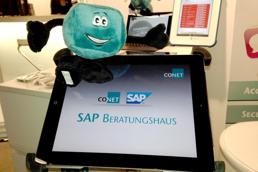 Bild: CONET,-Maskottchen Qbix lädt herzlich ein: SAP-Lösungen zum Anfassen bei CONET am BITKOM-Gemeinschaftsstand auf den M-Days