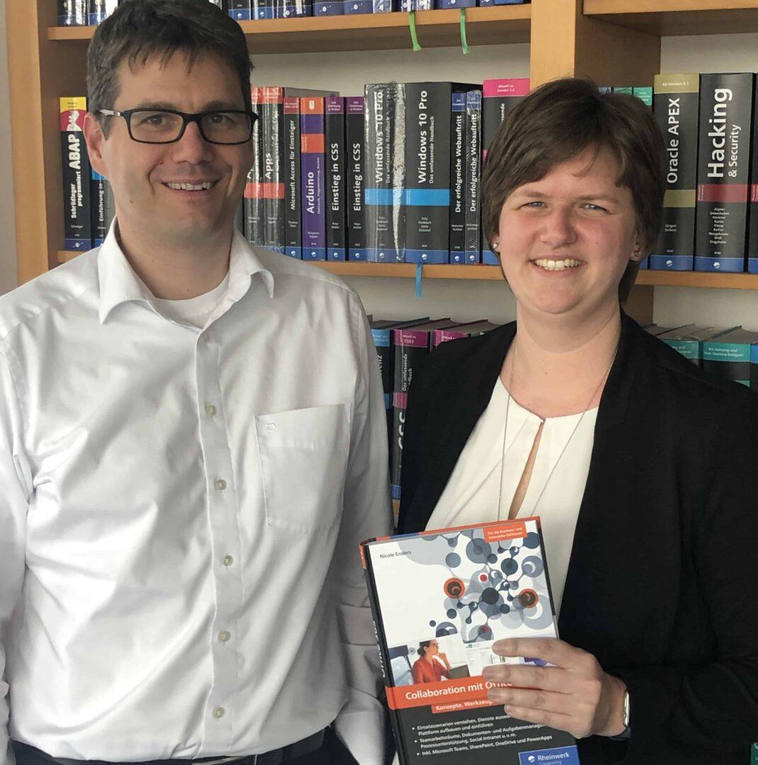 """Autorin Nicole Enders mit Fachgutachter Lars Heiermann und ihrem Buch """"Collaboration mit Office 365"""""""