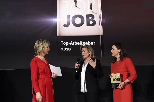 Anke Höfer (2. v. l.) und Sabine Cox (3. v. l.) im Interview auf der TOP-JOB-Bühne – Bild: zeag GmbH