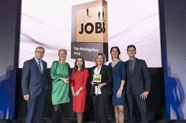 von links: Wolfgang Clement (TOP JOB-Mentor), Prof. Heike Bruch (wissenschaftliche Leitung), Sabine Cox (Leiterin Personal, CONET), Anke Höfer (CEO, CONET), Silke Masurat (Geschäftsführerin zeag), Dr. Peter Kreuz (Jury) – Bild: zeag GmbH