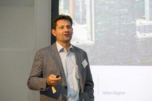 Günter Urban, Leitung Team BTS1-Unified Communications Magistratsabteilung 01 Wien Digital, bei seinem Vortrag auf der CXdigital - Quelle: (c) callcenterforum.at