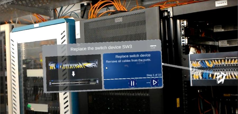Blick durch die Microsoft-HoloLens beim Ausführen eines Wartungs-Jobs im CONET Rack Management Assistent [Bild: (c) CONET]